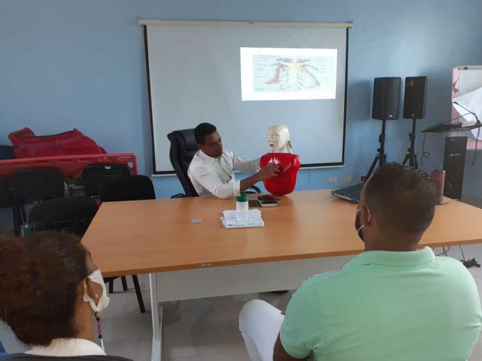 CRUE Barahona imparte taller de Resucitación Cardiopulmonar